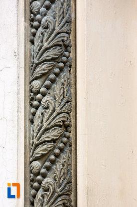 detalii-decorative-de-pe-muzeul-municipal-din-campulung-muscel-judetul-arges.jpg