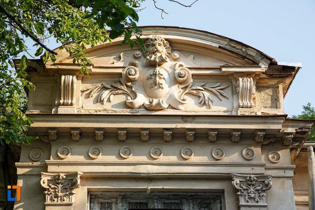 detalii-deosebit-de-frumoase-casa-prefectului-azi-administratia-financiara-1880-din-turnu-magurele-judetul-teleorman.jpg