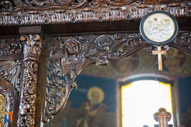 detalii-din-biserica-ortodoxa-sf-gheorghe-din-racari-judetul-dambovita.jpg