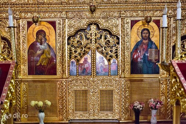 detalii-din-biserica-ortodoxa-sf-treime-din-oradea-judetul-bihor.jpg