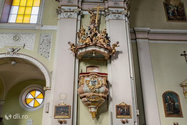 detalii-din-biserica-romano-catolica-coborarea-sfantului-duh-din-oradea-judetul-bihor.jpg