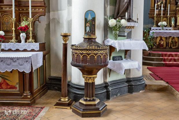 detalii-din-biserica-romano-catolica-sf-anton-din-oradea-judetul-bihor.jpg