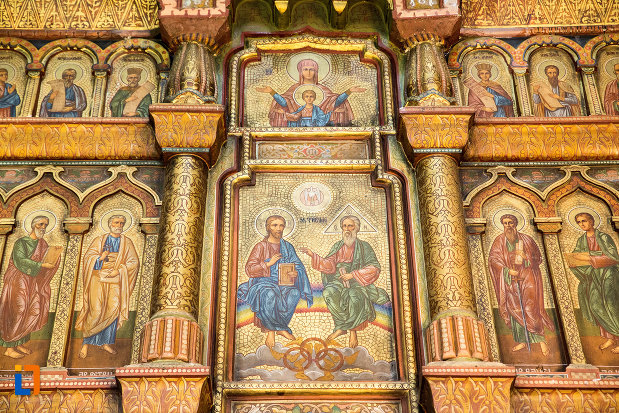 detalii-din-biserica-sf-apostoli-si-sf-gheorghe-din-caracal-judetul-olt.jpg