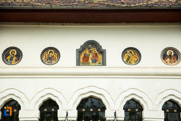 detalii-din-exterior-biserica-buna-din-buzau-judetul-buzau.jpg