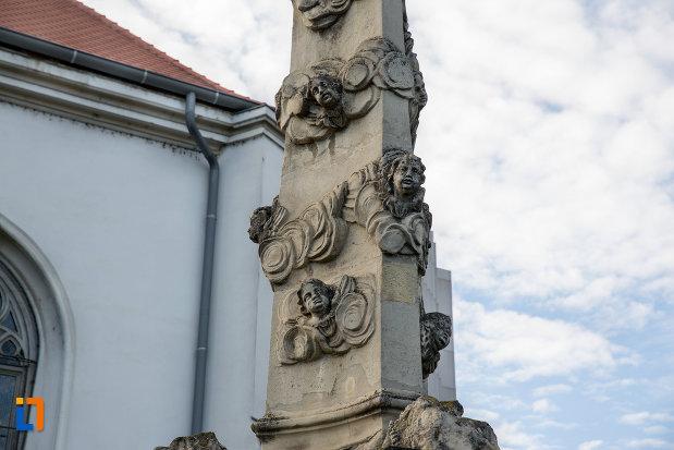detalii-exterioare-biserica-romano-catolica-sf-pertu-din-cluj-napoca-judetul-cluj.jpg