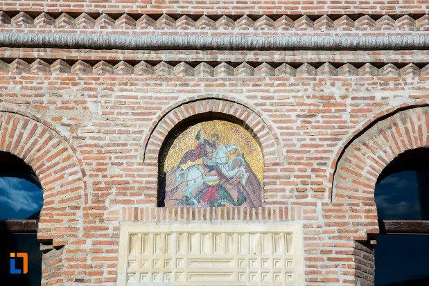 detalii-exterioare-de-la-catedrala-sf-gheorghe-din-pitesti-judetul-arges.jpg