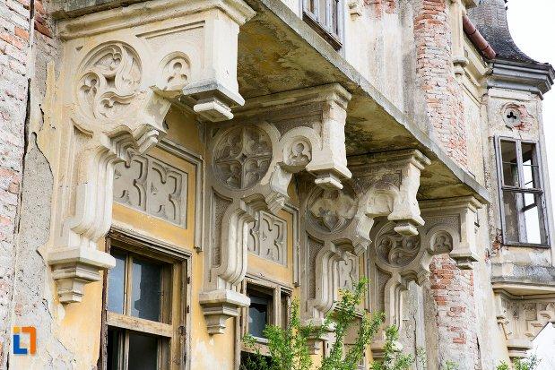 detalii-fatada-ansamblul-castelului-teleky-din-uioara-de-sus-judetul-alba.jpg