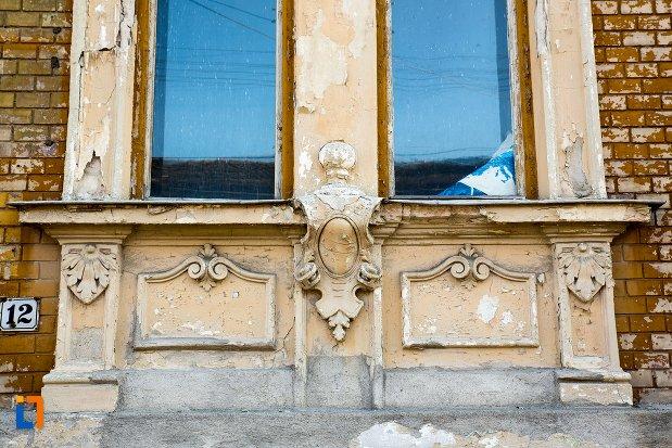 detalii-fatada-de-la-casa-nr-12-ansamblul-urban-str-primaverii-din-alba-iulia-judetul-alba.jpg