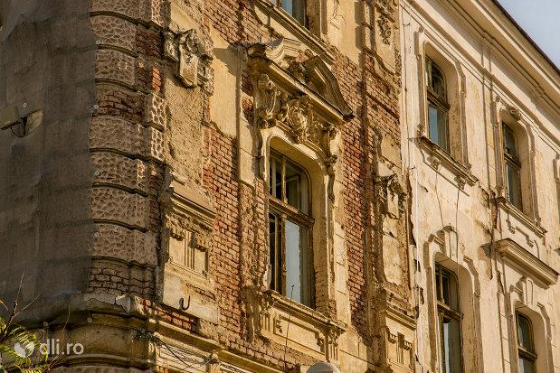 detalii-fatada-palatul-finantelor-din-oradea-judetul-bihor.jpg