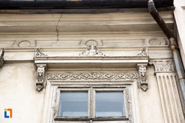 detalii-ferestre-casa-rizeanu-din-campulung-muscel-judetul-arges.jpg