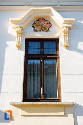 detalii-ferestre-din-ansamblul-urban-str-primaverii-nr-11-din-alba-iulia-judetul-alba.jpg
