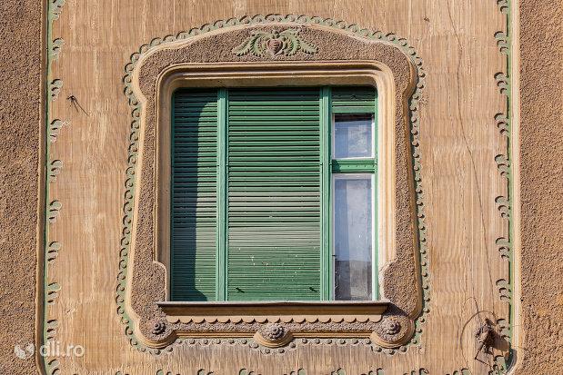 detalii-ferestre-palatul-stern-din-oradea-judetul-bihor.jpg