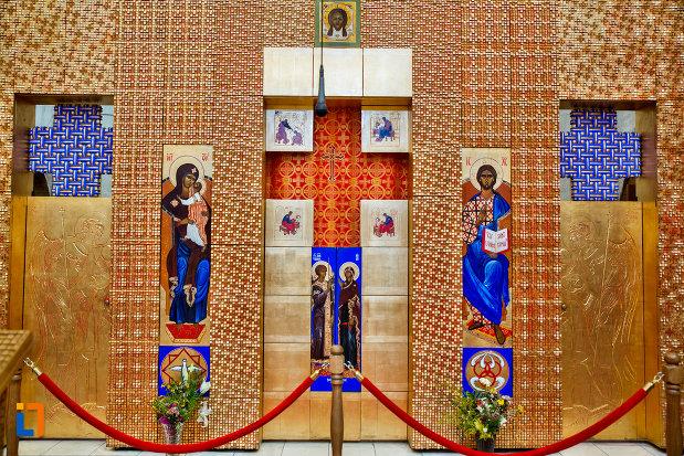 detalii-interioare-din-biserica-orthodox-schimbarea-la-fata-din-cluj-napoca-judetul-cluj.jpg