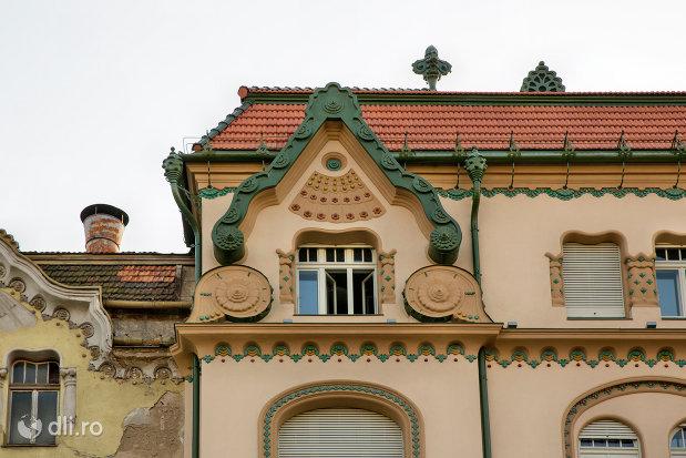 detalii-mansarda-palatul-vulturul-negru-din-oradea-judetul-bihor.jpg