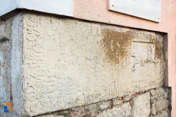 detalii-originale-de-pe-biserica-maieri-sf-treime-din-alba-iulia-judetul-alba-2.jpg