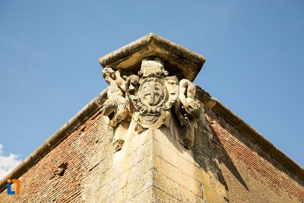 detalii-ornamentale-cetatea-alba-carolina-din-alba-iulia-judetul-alba.jpg