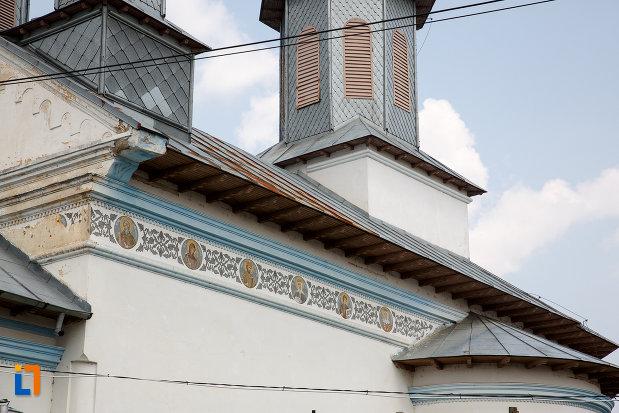 detalii-ornamentale-de-la-biserica-cuvioasa-paraschiva-1836-din-rosiorii-de-vede-judetul-teleorman.jpg