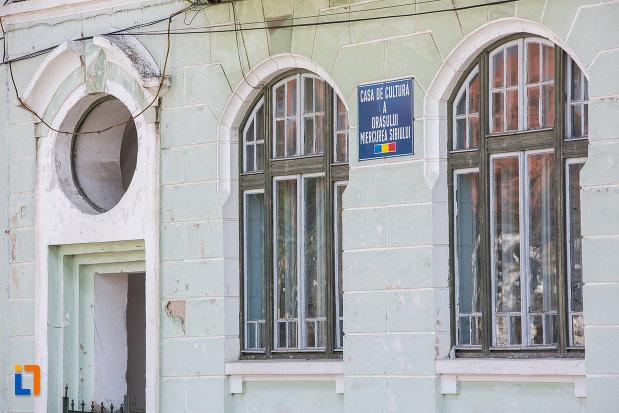 detalii-ornamentale-de-la-casa-de-cultura-din-miercurea-sibiului-judetul-sibiu.jpg