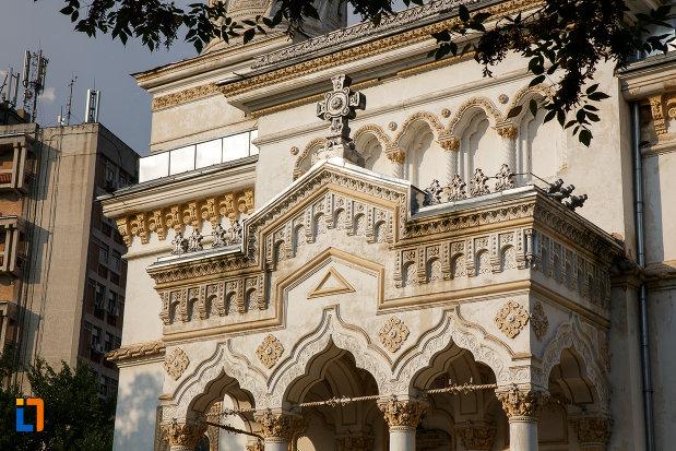 detalii-ornamentale-de-la-catedrala-ortodoxa-sf-haralambie-din-turnu-magurele-judetul-teleorman.jpg