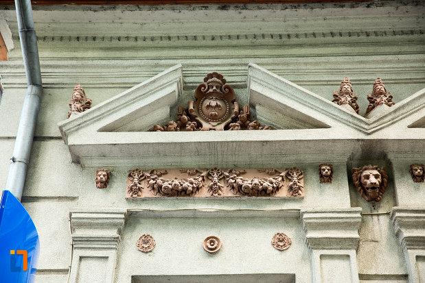 detalii-ornamentale-de-la-hanul-goleri-azi-banca-din-tecuci-judetul-galati.jpg