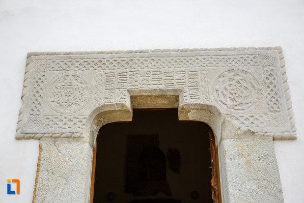 detalii-ornamentale-de-la-manastirea-zamca-biserica-sfantul-auxentie-1551-din-suceava-judetul-suceava.jpg