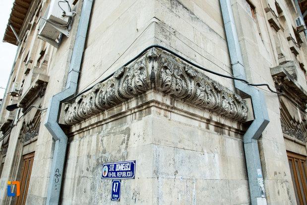 detalii-ornamentale-de-la-palatul-de-justitie-azi-rectoratul-universitatii-dunarea-de-jos-din-galati-judetul-galati.jpg