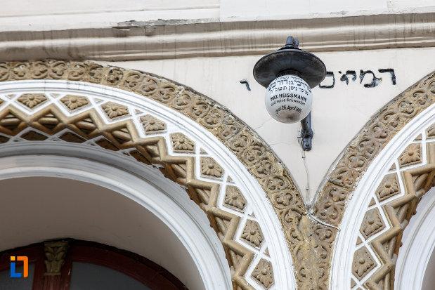detalii-ornamentale-de-la-templul-evreiesc-1879-din-radauti-judetul-suceava.jpg