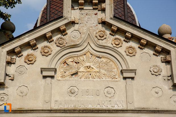 detalii-ornamentale-de-pe-cavoul-arizan-din-rosiori-de-vede-judetul-teleorman.jpg