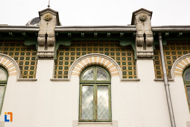 detalii-ornamentale-de-pe-gara-din-curtea-de-arges-judetul-arges.jpg