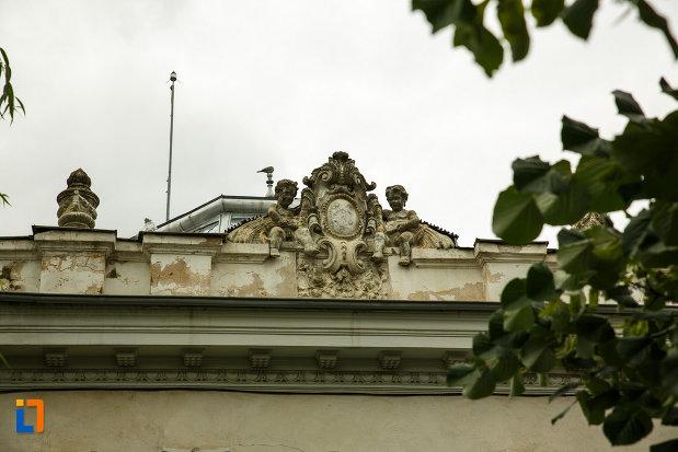 detalii-ornamentale-de-pe-muzeul-vrancei-sectia-de-stiintele-naturii-din-focsani-judetul-vrancea.jpg