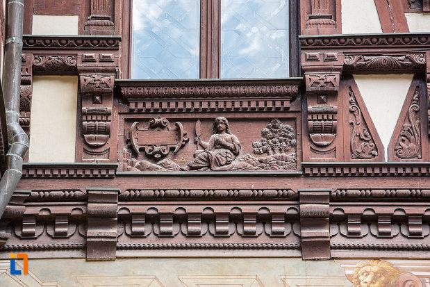 detalii-sculptate-in-lemn-castelul-peles-din-sinaia-judetul-prahova.jpg