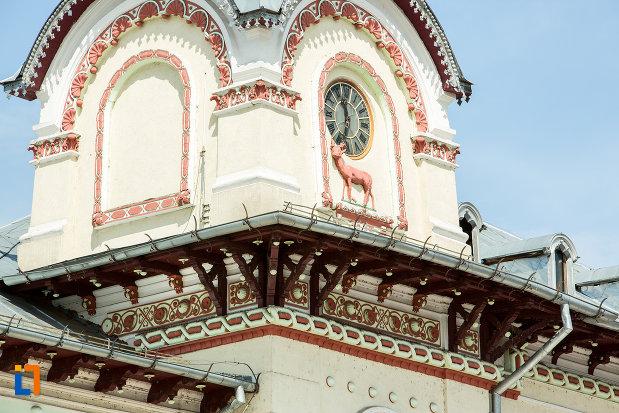 detaliile-acoperisului-de-la-prefectura-judetului-gorj-din-targu-jiu.jpg