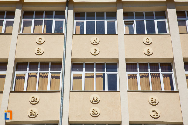 detaliile-de-la-fostul-gimnaziu-romanesc-de-fete-despina-doamna-azi-liceul-tehnologic-nicolaus-olahus-din-orastie-judetul-hunedoara.jpg