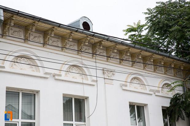 detaliile-de-pe-casa-monument-istoric-azi-sediul-procuraturii-din-giurgiu-judetul-giurgiu.jpg