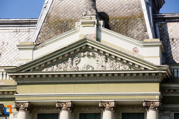 detaliile-fatadei-de-la-palatul-bancii-nationale-a-romaniei-din-arad-judetul-arad.jpg