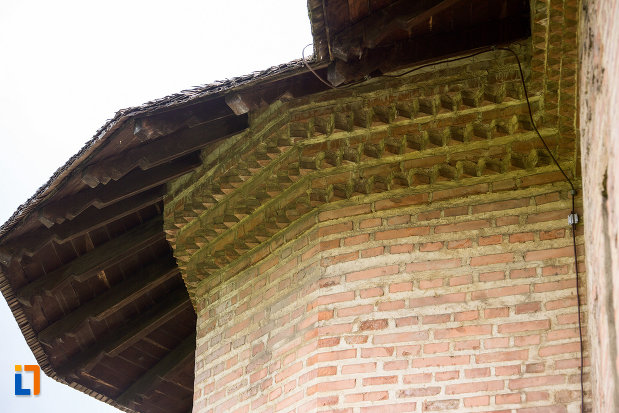 detaliu-acoperis-de-la-biserica-sf-vineri-din-targoviste-judetul-dambovita.jpg