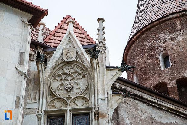 detaliu-arhitectural-de-la-castelul-corvinilor-azi-muzeu-din-hunedoara-judetul-hunedoara.jpg