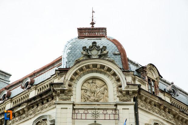 detaliu-arhitectural-de-la-palatul-cosma-constantinescu-casa-de-cultura-si-muzeul-de-arheologie-si-etnografie-judetul-olt.jpg