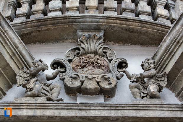 detaliu-de-exterior-biserica-romana-catolica-sfanta-treime-din-cluj-napoca-judetul-cluj.jpg