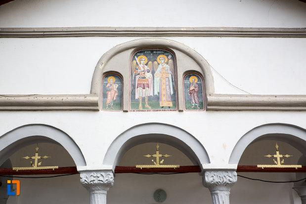 detaliu-de-la-biserica-sf-arhagheli-mihail-si-gavril-din-mihailesti-judetul-giurgiu.jpg