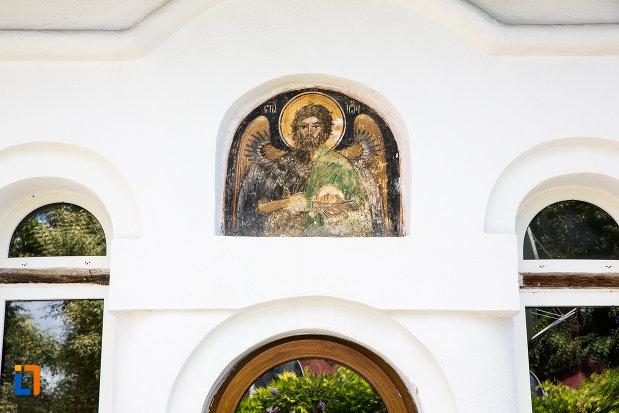 detaliu-de-la-biserica-taierea-capului-sf-ioan-botezatorul-din-targoviste-judetul-dambovita.jpg