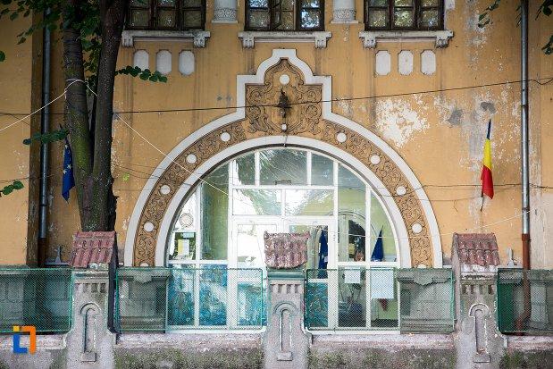 detaliu-de-la-scoala-sandu-aldea-din-braila-judetul-braila.jpg