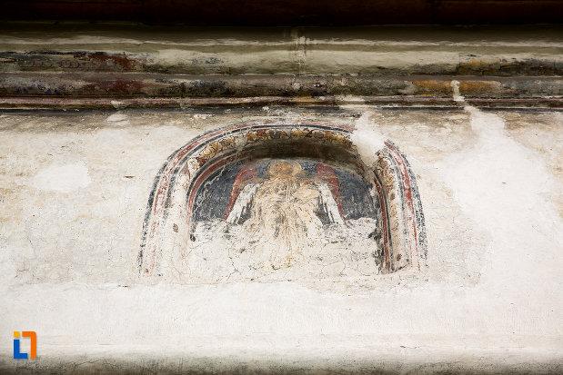 detaliu-de-pe-biserica-bolnitei-nasterea-sf-ioan-botezatorul-din-campulung-muscel-judetul-arges.jpg