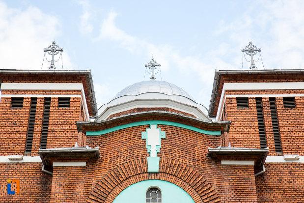 detaliu-de-pe-biserica-ortodoxa-din-anina-judetul-caras-severin.jpg