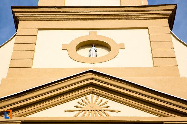 detaliu-de-pe-biserica-romano-catolica-imaculata-conceptiune-1738-din-bocsa-judetul-caras-severin.jpg