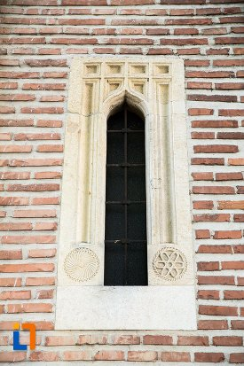 detaliu-de-pe-catedrala-sf-gheorghe-din-pitesti-judetul-arges.jpg