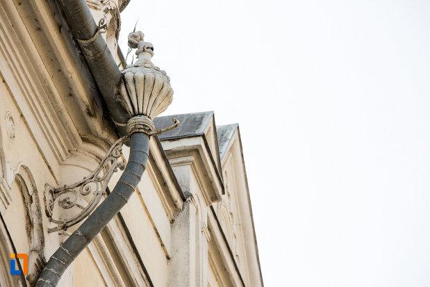 detaliu-de-pe-fostul-palat-al-administratiei-din-arad-judetul-arad.jpg