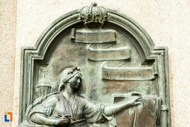 detaliu-de-pe-statuia-lui-stirbei-voda-din-craiova-judetul-dolj.jpg