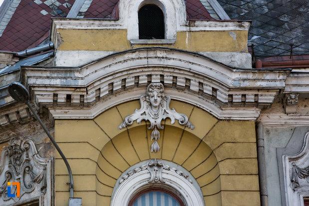 detaliu-deosebit-de-pe-palatul-elian-din-cluj-napoca-judetul-cluj.jpg
