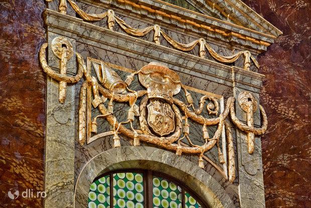detaliu-deosebit-din-bazilica-romano-catolica-din-oradea-judetul-bihor.jpg
